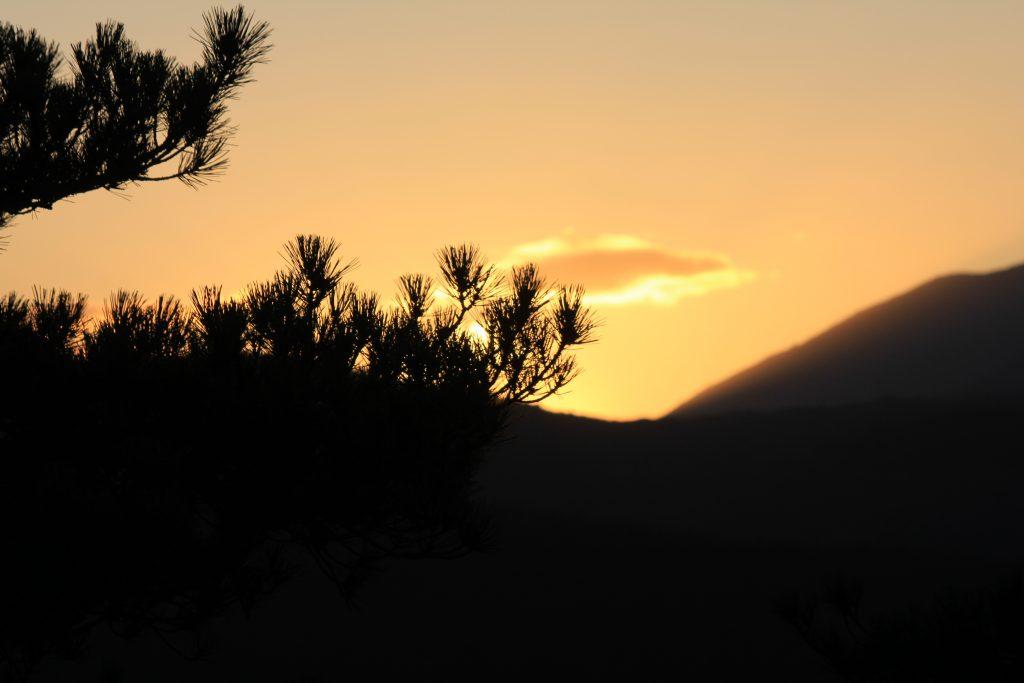 coucher du soleil sur le pic du canigou