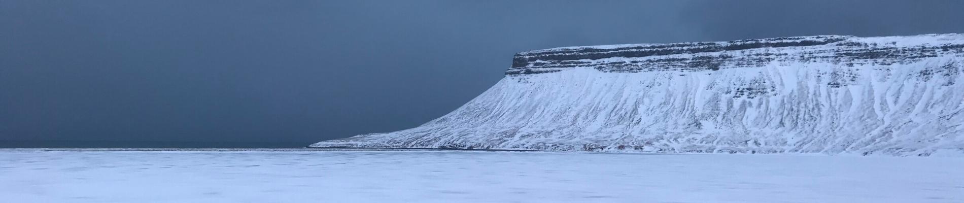 Voyage en Islande _ montagne dans l'océan